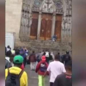 Tiroteio mata 2 pessoas em frente à Catedral da Sé, em SP