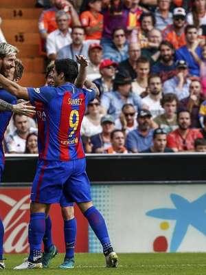 El Barcelona gana al Valencia en el último minuto con ...