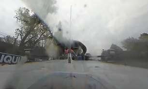 Câmera 360º traz novo ângulo de forte batida entre Russell e Bottas em Ímola