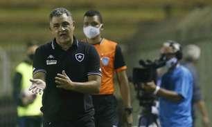 Chamusca afirma que não conta com jogadores afastados no Botafogo: 'Não fazem parte dos nossos projetos'