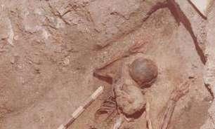 Arqueólogos reencontram restos de oficial no sítio de Herculano