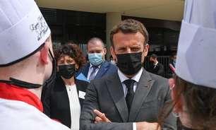 Homem agride presidente da França com tapa no rosto; veja