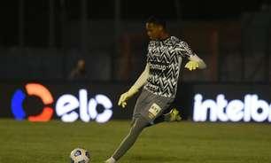 Sevilla faz sondagem pelo goleiro John, do Santos