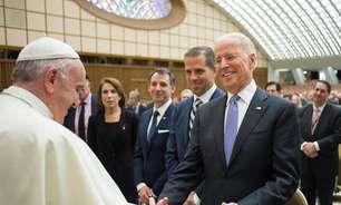 Vaticano adverte bispos dos EUA a não negarem comunhão a Biden