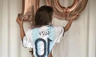 Modelo vai a treino dar água de seu banho a Messi