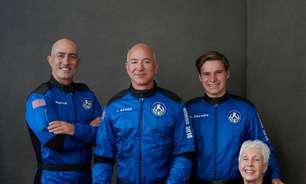 Bilionário Jeff Bezos completa viagem ao espaço; assista