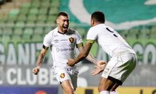 Moccelin comemora o primeiro gol com a camisa do Sport