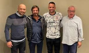 Corinthians oficializa o retorno de Renato Augusto