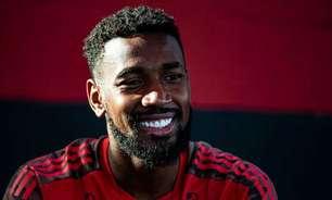 Gerson faz surpresa e presenteia roupeiro do Flamengo com carro novo