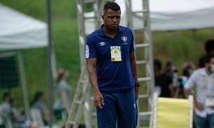 Jogadoras e comissão lamentam morte de Isaías Rodrigues, técnico do time feminino sub-18 do Fluminense