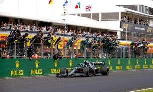Vettel fica com pouca gasolina no carro e é desclassificado. Hamilton herda 2º na Hungria