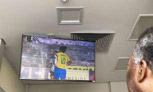 No hospital, Pelé acompanha amistoso do Brasil
