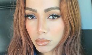 Anitta exibe peruca ruiva: 'será que pinto de verdade?'