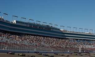 Na Garagem: Wheldon morre em acidente trágico com 15 carros no oval de Las Vegas