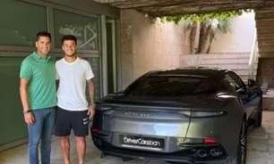 Phillippe Coutinho compra carro inspirado em '007'