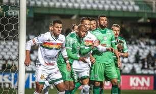 Waguininho marca novamente e comemora liderança do Coritiba na Série B do Campeonato Brasileiro