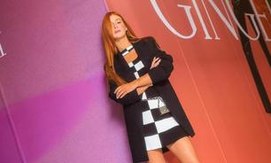 Marina Ruy Barbosa veste look P&B com cinto 'diferentão'