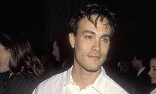 Alec Baldwin: como foi o acidente em que o ator Brandon Lee morreu durante gravação de filme em 1993