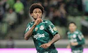 Torcida do Palmeiras cobra punição para Luiz Adriano