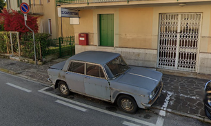 Carro estacionado por 47 anos no mesmo local é removido