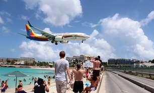 Maho Beach: aviões passam a 15 metros do chão e são atração em praia