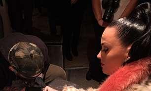 Katy Perry faz tatuagem para lembrar de show no Super Bowl