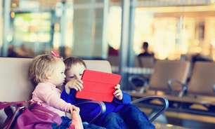 Crianças no aeroporto: saiba como entreter por horas a fio