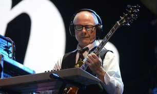 King Crimson resume virtuose de 50 anos em uma hora