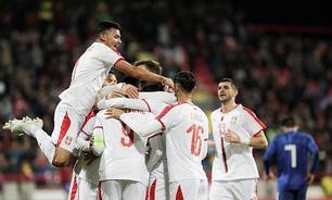 Sérvia vence Paraguai em amistoso; Argélia empata em casa
