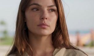 'Amor de Mãe': Isis repete modelo de camisa de R$ 378