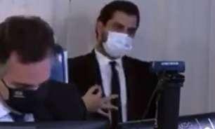 Juiz absolve assessor de Bolsonaro por suposto gesto racista