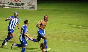 No Avaí, atacante estreia no profissional com gol em três minutos