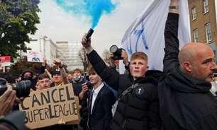 Torcedores e jogadores protestam contra Superliga Europeia antes de Chelsea e Brighton; veja fotos