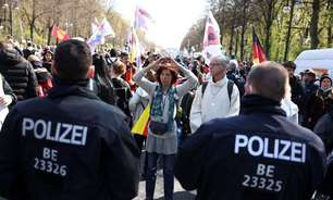 Polícia alemã entra em conflito com manifestantes antilockdown