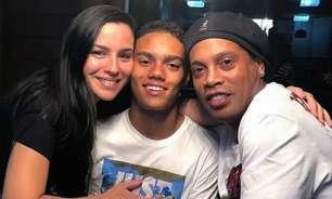 Mãe do filho de Ronaldinho Gaúcho, ex-bailarina do Faustão fala sobre sua relação com R10