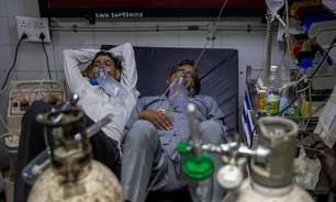 Casos de coronavírus da Índia têm novo recorde e sistema de saúde cambaleia
