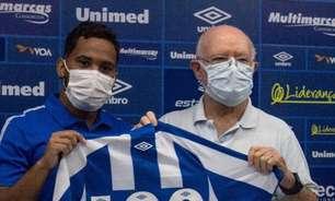 Lourenço celebra marca de 100 jogos com a camisa do Avaí