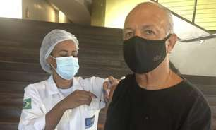 Ídolo do Flamengo, Júnior recebe segunda dose de vacina contra o Covid-19