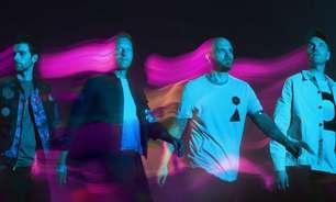 Coldplay toca com hologramas em novo clipe