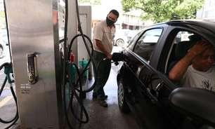 """Bolsonaro diz que combustível vai """"baixar de novo"""" após queda do dólar"""