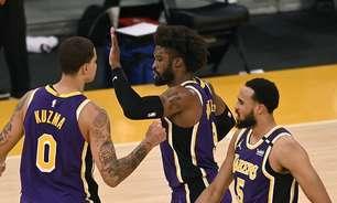 """Em jogo brigado, Lakers supera Knicks e segue """"fuga"""" do play-in"""