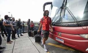 Flamengo desembarca no Rio após empate no Chile; Arão avalia defesa