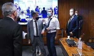 "CPI é suspensa após Flávio chamar Renan de ""vagabundo"""