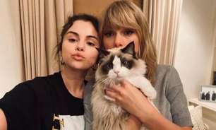 Taylor Swift ganha prêmio de ícone global e é homenageada por Selena Gomez