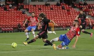 Real Madrid goleia Granada e persegue liderança