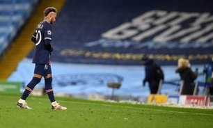 Neymar leva amarelo com quatro minutos em campo e desabafa: 'Obrigado por me tirar da final'