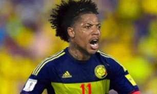 'Esquecido' por Tite, Marinho brinca com bandeira colombiana