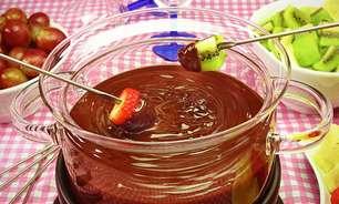 Fondue de chocolate com frutas pronto em 20 minutos