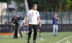 Após vitória, Cabo elogia defesa do Vasco: 'Hoje, minha zaga superou o ataque do Botafogo'