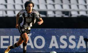 Matheus Nascimento, do Botafogo, critica arbitragem por não marcar possível pênalti em Ronald: 'Ridículo'